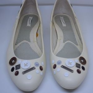 Diesel Leather Flats White w/buttons &snaps 8.5/39